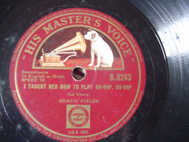 GRACIE FIELDS - LOVE IN BLOOM - HMV