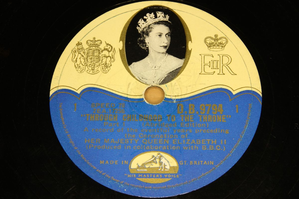 The Queen - Through Childhood to the Throne - HMV DB.9794/6