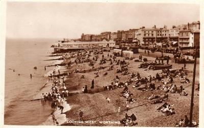 Worthing - Looking West Beach - Real Photo