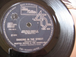 Martha & The Vandellas - Dancing in the Street - Tamla UK 1964