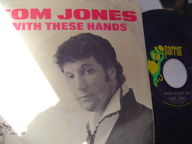 TOM JONES - WITH THESE HANDS - PARROT P.S.