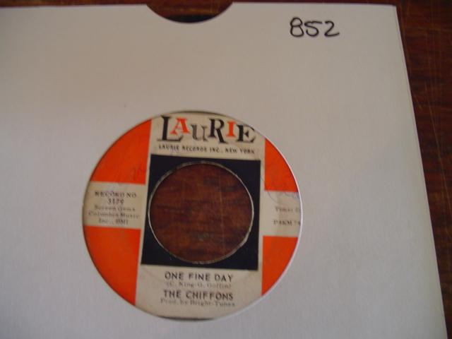 THE CHIFFONS - LAURIE 3179 { 852