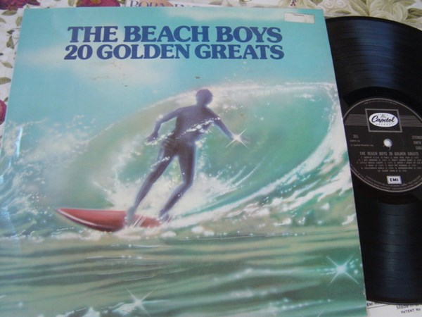 THE BEACH BOYS - 20 GOLDEN GREATS - CAPITOL UK
