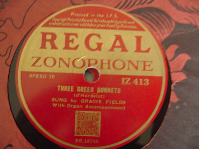 GRACIE FIELDS - AVE MARIA - REGAL IRISH PRESSING