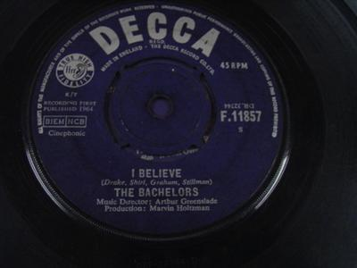 THE BACHELORS - I BELIEVE - DECCA UK { 323