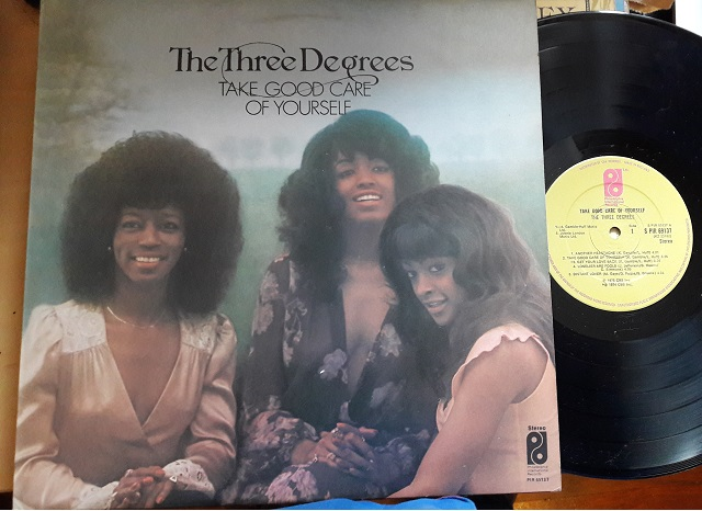 The Three Degrees - Take good - Philadelphia PIR69137 UK 1975
