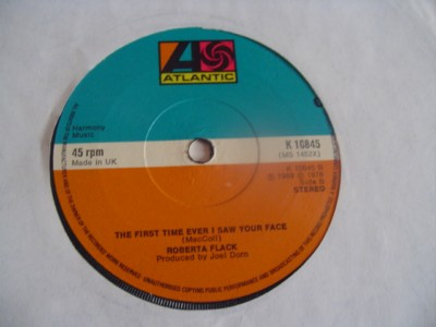 ROBERTA FLACK - KILLING ME SOFTLY - ATLANTIC UK { 2129