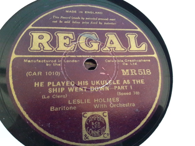 Leslie Howard - He played Ukulele ship went down - Regal MR.518