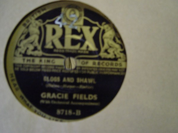 Gracie Fields - Clogs & Shawl - Rex 8718