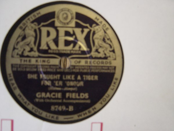 GRACIE FIELDS - I GIVE MY HEART - REX 8749
