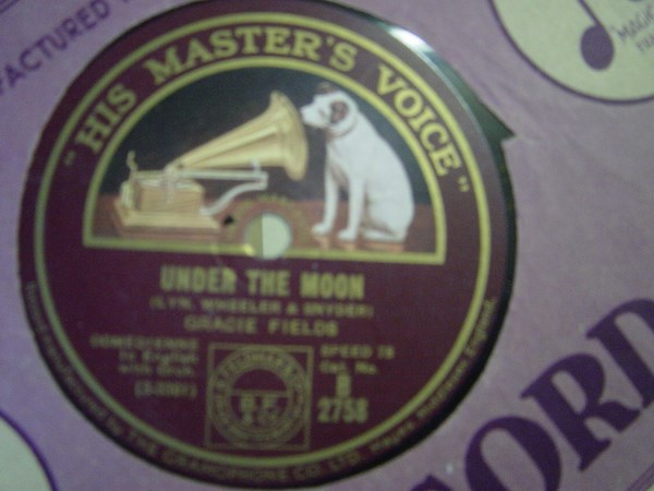 Gracie Fields - Under the Moon - HMV B.2758