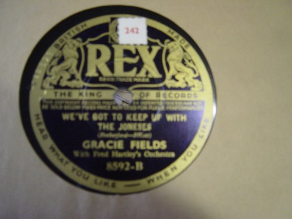 Gracie Fields - There's a lovely Lake in London - Rex 8592