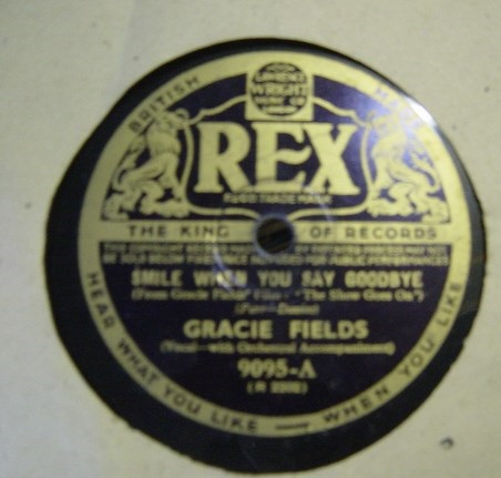 Gracie Fields - Smile when you say goodbye - Rex 9095