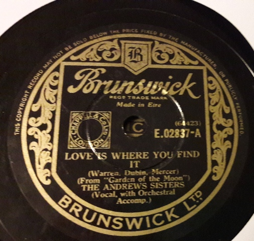 Andrews Sisters - Love is where you find it - Brunswick E.02837