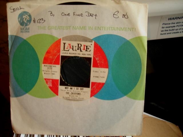 THE CHIFFONS - LAURIE 3179 - 123