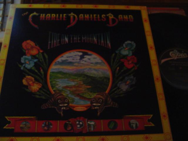CHARLIE DANIELS - FIRE ON MOUNTAIN - EPIC { C 10