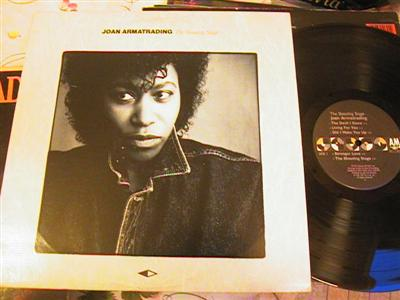JOAN ARMATRADING - SHOUTING STAGE - A & M { FV 211
