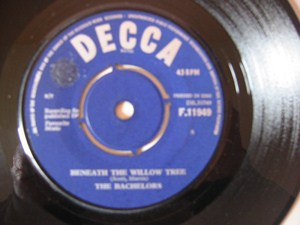 The Bachelors - Beneath the willow tree - Decca Irish 1964