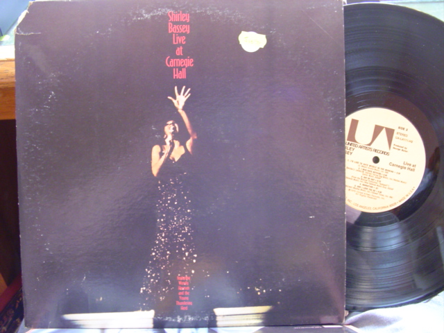 SHIRLEY BASSEY - LIVE AT CARNEGIE HALL - 2LP U.A.