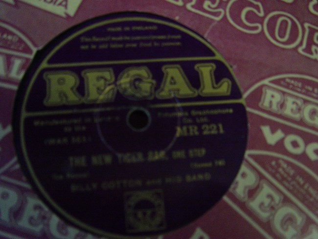 Billy Cotton - Bessie couldn't help it - Regal MR. 221
