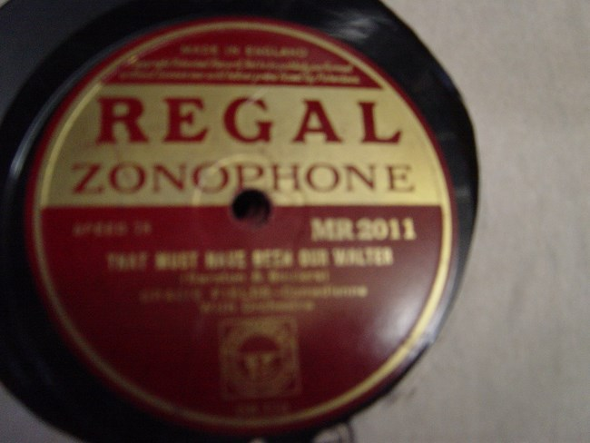 Gracie Fields - River stay 'way from my door - Regal MR.2011