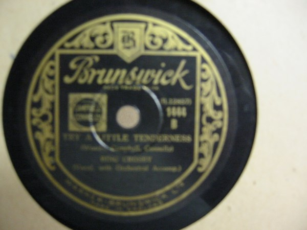 Bing Crosby - I'm playing with Fire - Brunswick 1444