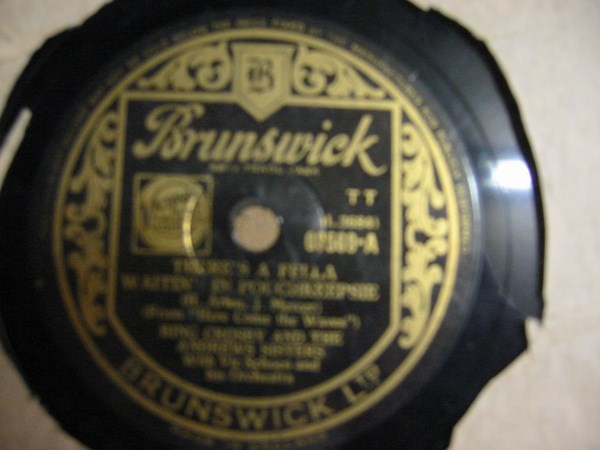 Bing Crosby - There's a fella waitin' Poughkeepsie - Brunswick