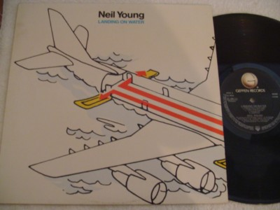 NEIL YOUNG - LANDING ON WATER - GEFFEN { 834