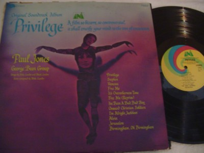 PRIVILEGE - PAUL JONES - UNI RECORDS { 381